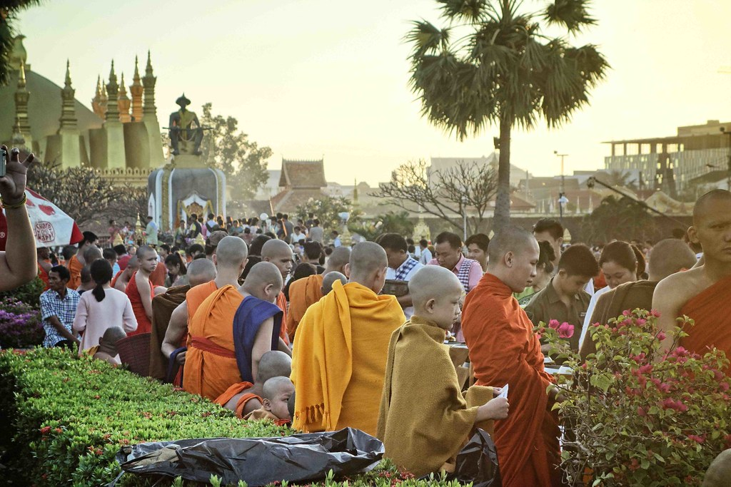 Vientiane - That Luang Festival - Tak Bat 5