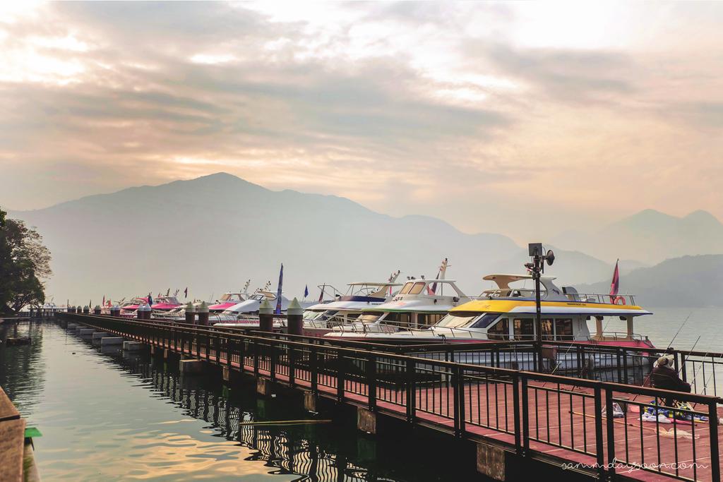ferry-at-sun-moon-lake