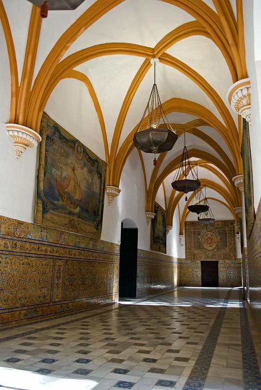 Arcos ojivales con sus columnas suprimidas por Felipe II