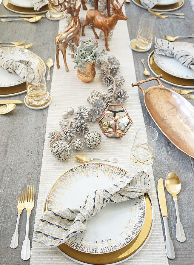 Gold Glam Holiday Table Settings | Metallic Christmas Centerpiece