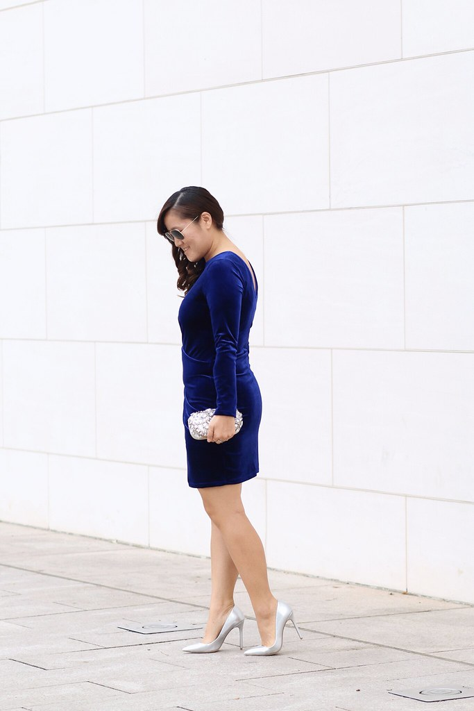 simplyxclassic, blue velvet dress, body con dress, holiday dress, christmas outfit, how to wear velvet