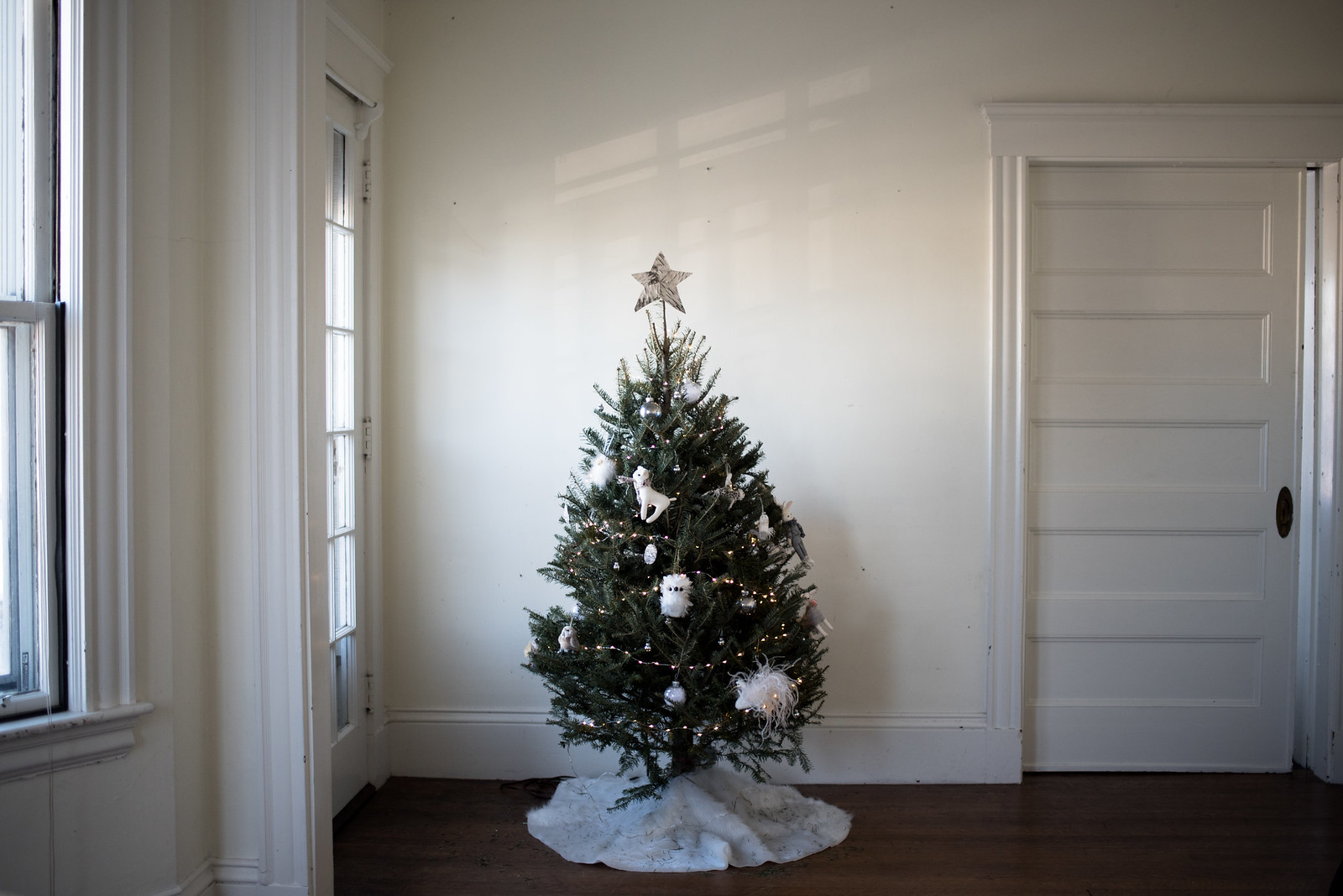 Whimsical Monochrome Christmas Tree on juliettelaura.blogspot.com