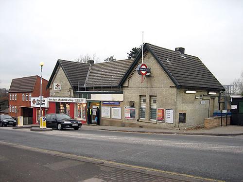Totteridge And Whetstone tube station