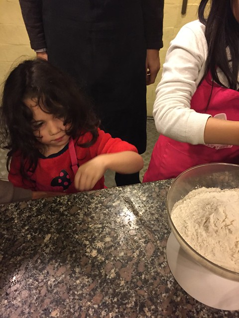 My daughter during the pizza makig class for kids in Rome
