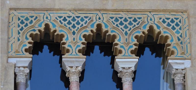 Detalle de la fachada del Palacio de Pedro I