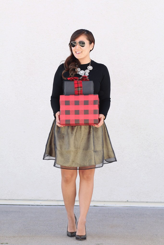simplyxclassic, mommy blogger, fashion, style, ootd, holiday style, holiday glam, gold and black, mommy and me fashion