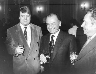 Cum isi batea joc regimul KGB-istului Iliescu de cercetătorii romani
