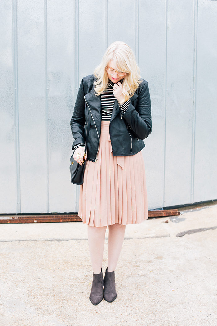 austin style blogger blush midi skirt moto jacket7