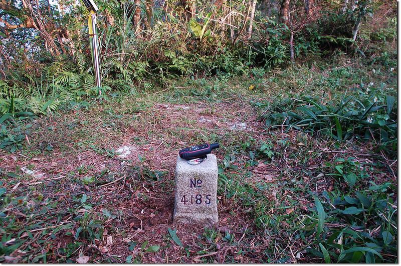 枕頭山三等三角點(# 4185 Elev. 631 m) 1
