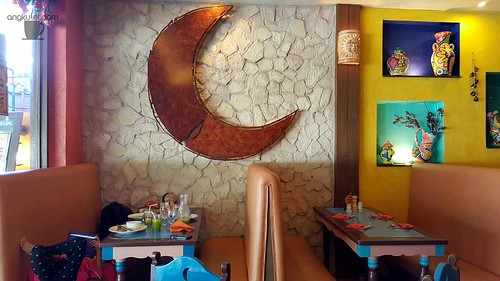 Mooon Cafe, Silliman University Avenue, Dumaguete City, Philippines