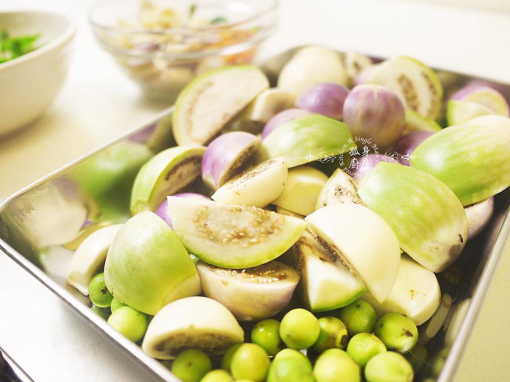 孤身廚房-滿滿新鮮香料版的泰式綠咖哩雞7