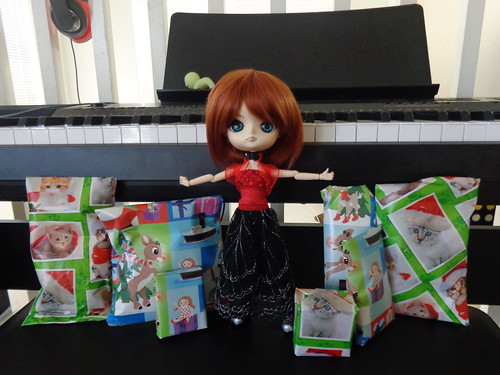 Tuesday opens her swap gift from Mo-Dell & Hugosdaughter 31627139085_30dcfc6b9f