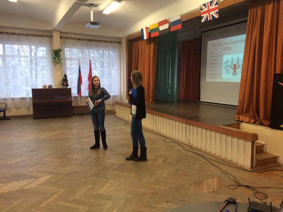 От старшего к младшему: студенты ВШМ СПбГУ провели открытые уроки для учеников 10-11 классов