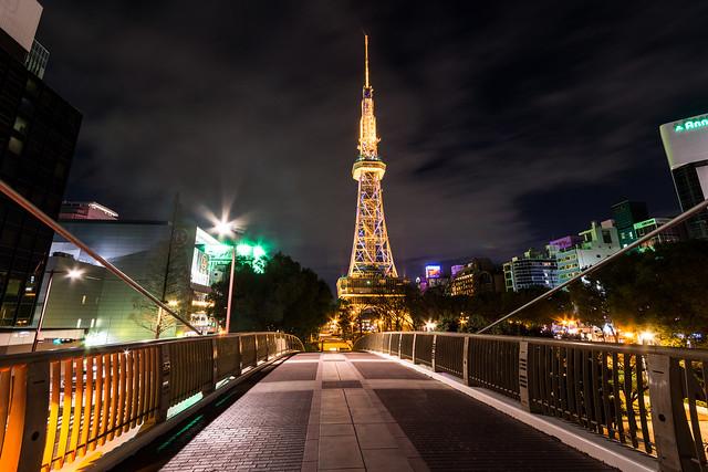久屋大通公園「セントラルブリッジ」から見たテレビ塔の写真