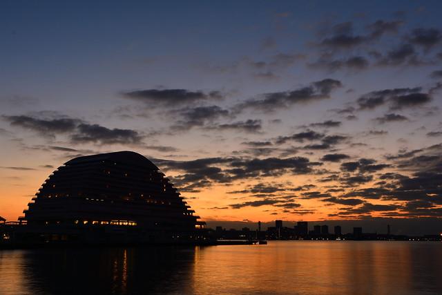 夜明けのメリケンパークオリエンタルホテル神戸の写真
