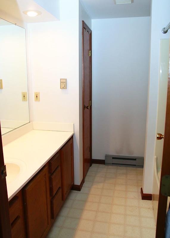 $100 Room Challenge Bathroom Before