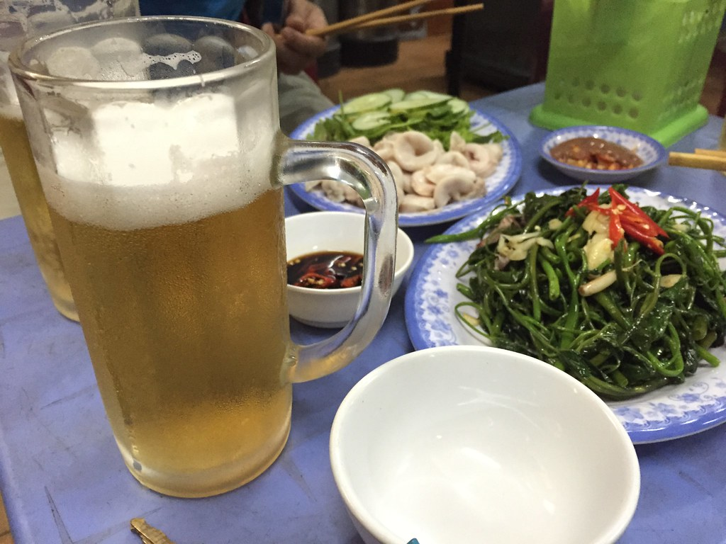 Bia hoi Ha Noi at Huế