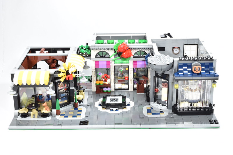 Review] 10255 Assembly Square - LEGO Town - Eurobricks Forums