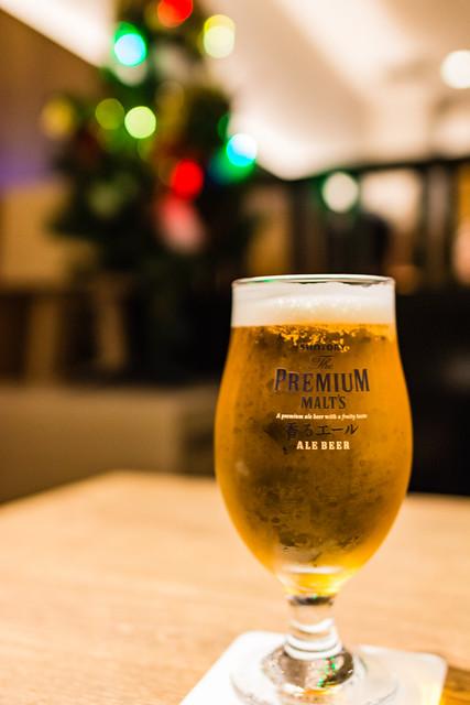 ビールとクリスマスツリー