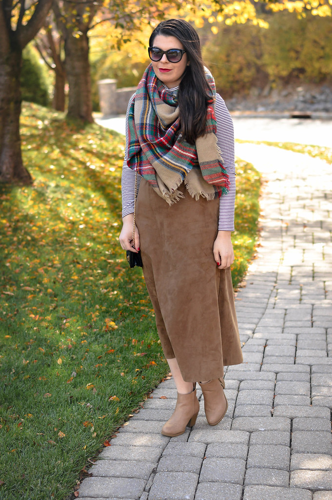 suede-skirt-outfit