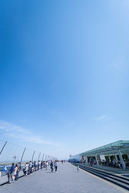 広角レンズで撮影した羽田空港第2ターミナルの写真