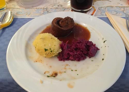 Beef roualdes with red cabage & dumpling / Rinderroulade mit Rotkraut & Knödel