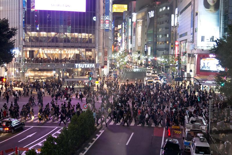 Shibuya crossing from above, Tokyo, Japan | packmeto.com