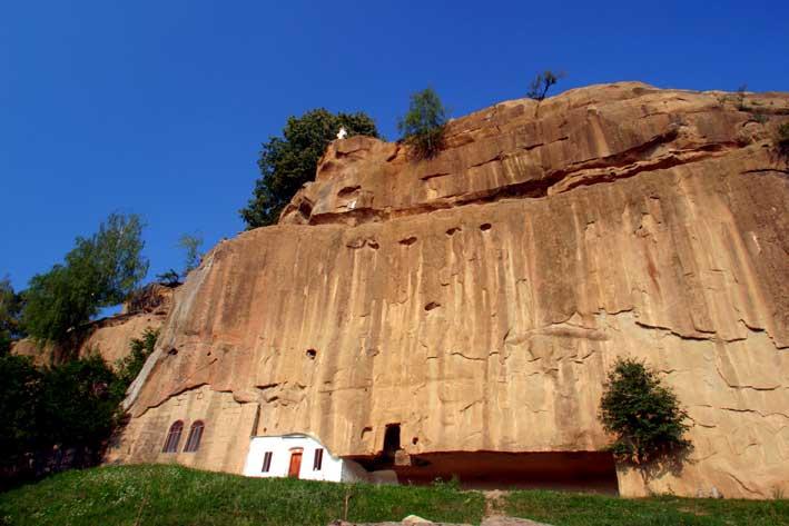 Manastirea Corbii de Piatra. Judetul Arges