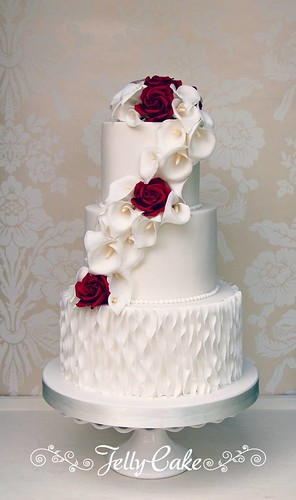 wedding cake with lilies and roses calla and wedding cake a pretty cascade of 26922