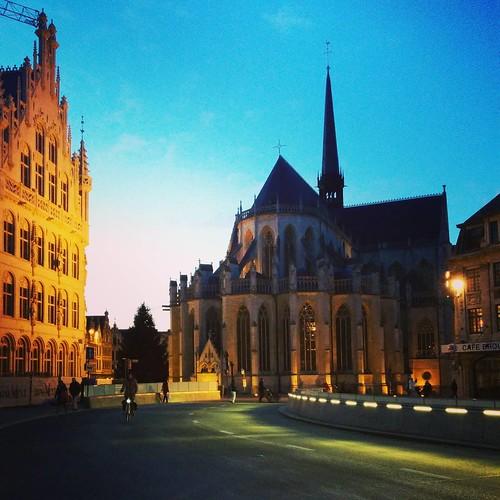 The ice cold night is falling over #Leuven... Have a great evening all! ❄ #winterinleuven #leuvenlove #seemyleuven #visitleuven #fochplein #winter #wintertime
