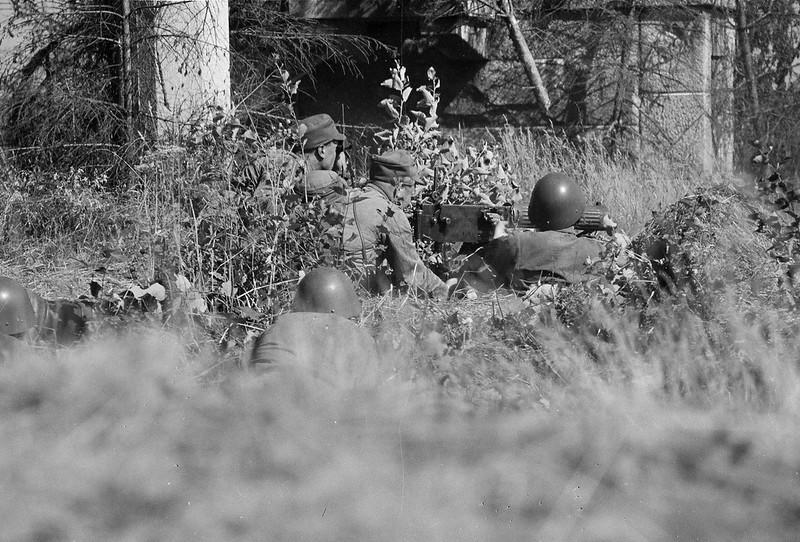 У вод. башни. Kk. Toimintaa Sortavalan valloituksessa. Kk-aseman edustalla näkyy Sortavala Kuhamäki 1941.08.14