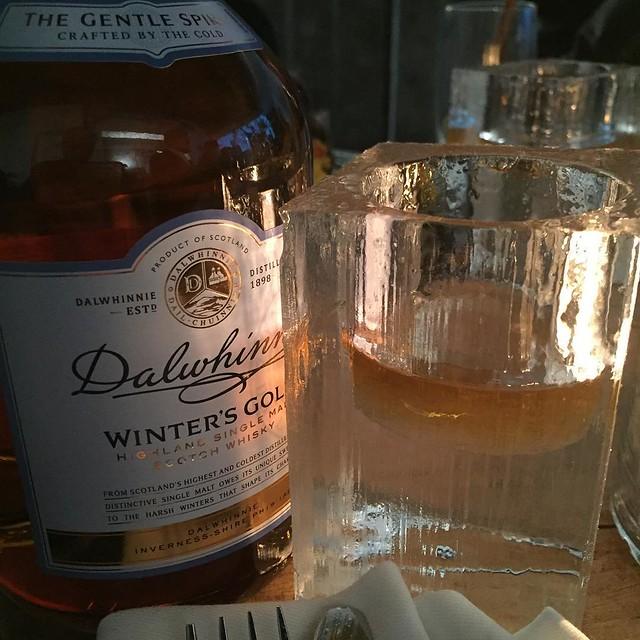 Dieser #Dalwhinnie Winter's Gold Whisky schmeckt bestens aus dem wegschmelzenden Glas aus Eis. #Diageo #instager #instafood #muenchen