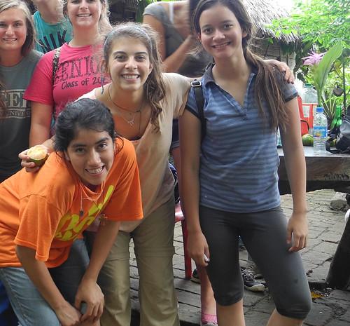 Catalina con un grupo de chicas