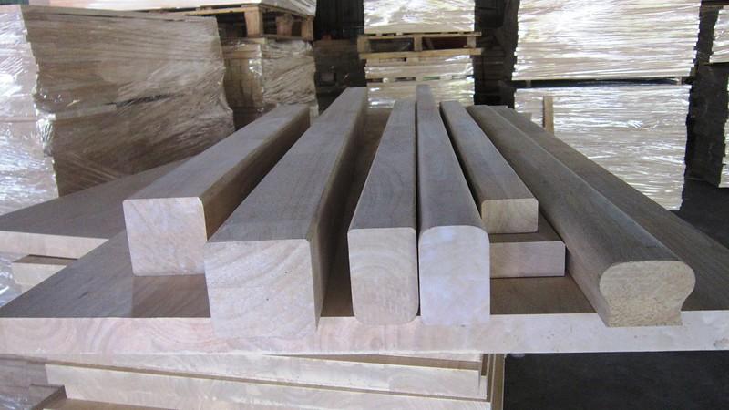 Tay vịn cầu thang gỗ ghép thanh dài 4000mm - 6000mm