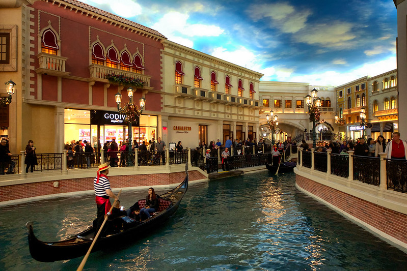 Las Vegas Venetian Gondola. Image: Daniel Coomber, CC. Las Vegas wit kids.