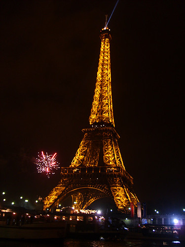 Eiffel Tower (Paris, France) at New Year's Eve 2007/08 | by viZZZual.com