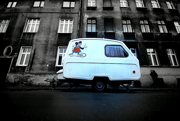 Caravane décorée d'un Mickey dans le quartier de Podgorze à Krakow (Cracovie). Photo de Maciej Zygmunt @ Flickr.