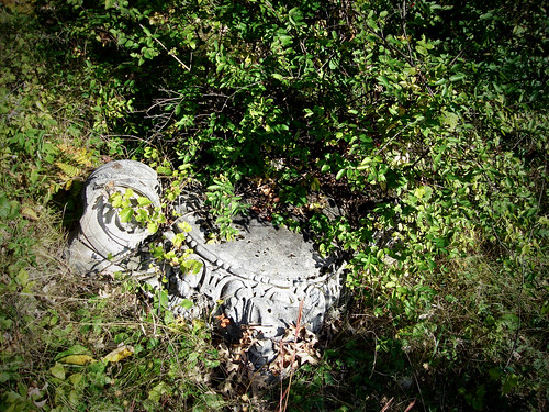 Great Northern Portland Cement Co : Pedestal remains of the great northern portland cement