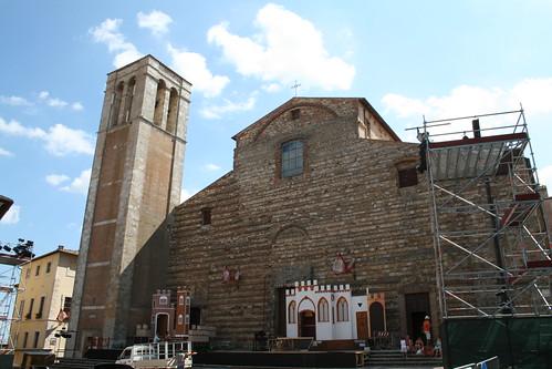 Preparation for a concert - La cattedrale di Montepulciano (Montepulciano Cathedral) (Cathedral of Santa Maria Assunta) (Duomo of Montepulciano), Piazza Grande, Montepulciano - Siena province