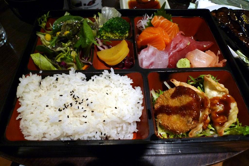 Bento de sashimi au Bento café à Camden, Londres - Photo de Ewan Munro