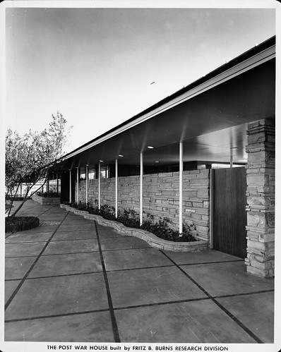 The post war house home of tomorrow 4950 wilshire blvd for Tomorrow homes
