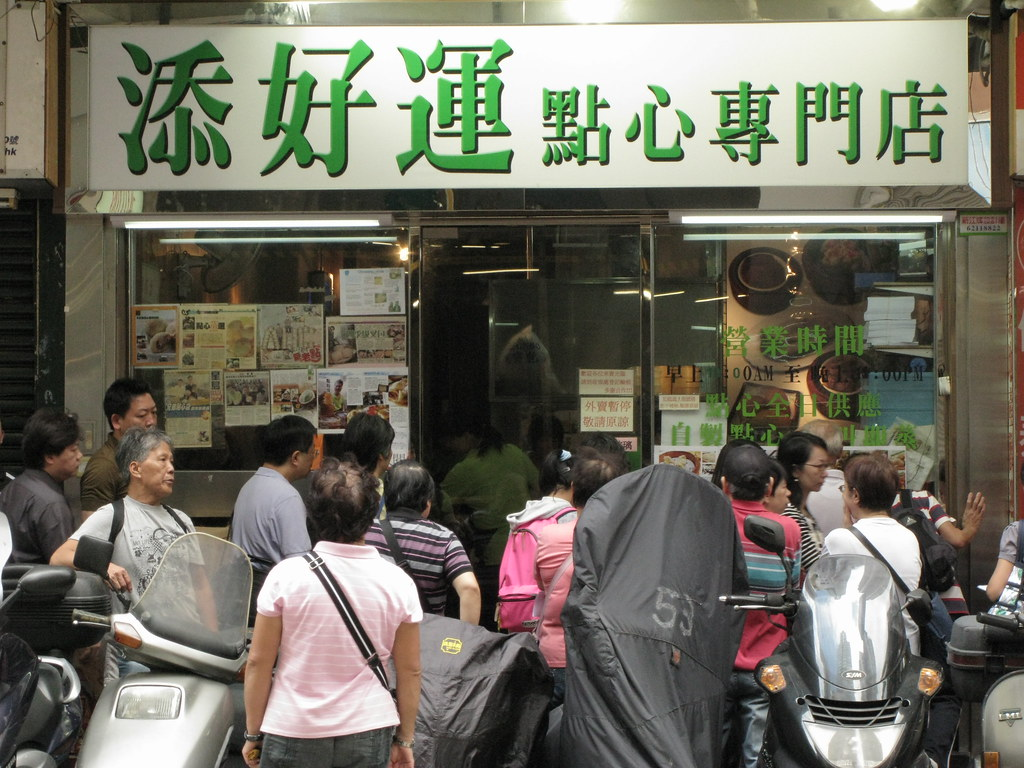 The queues outside the original (now closed) Tim Ho Wan. Image: PROChika Watanabe, CC.