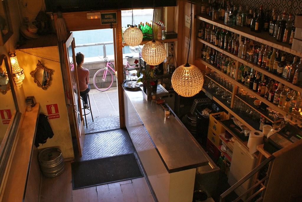 Une autre café/bar agréable de la plaça del Sol de Gracia à Barcelone.