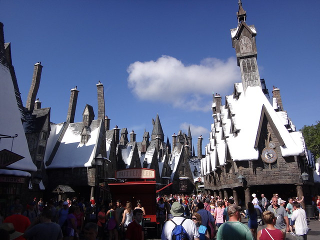 Walk through Hogsmeade : The Wizarding World of Harry Potter in Universal Orlando Resort
