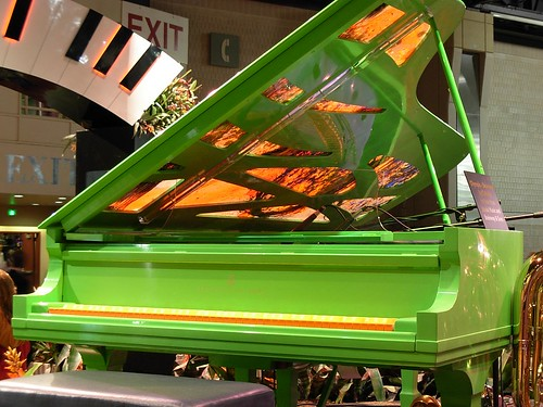 Chihuly piano ~ the keys were not white | by stratoz