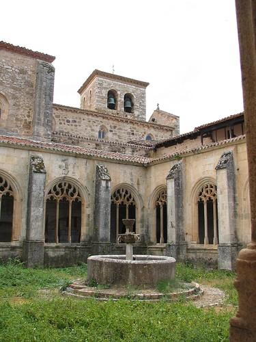 Colegiata de San Cosme y San Damián - Claustro 3  Alberto  Flickr