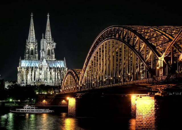 Köln - Deutzer Brücke mit Dom 01