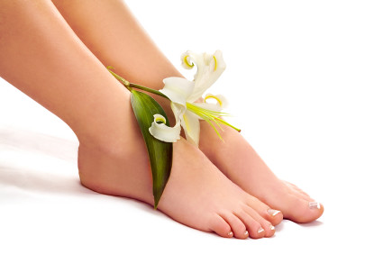 2008-06-14 Woman legs with lily over white background-Pediure_IMAGE _PURCHASED_ISTOCKPHOTO