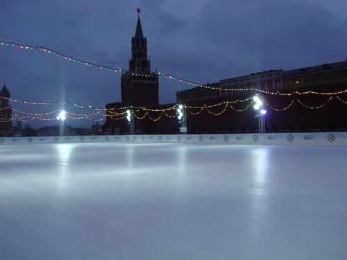 В Москве временно закрыты катки.