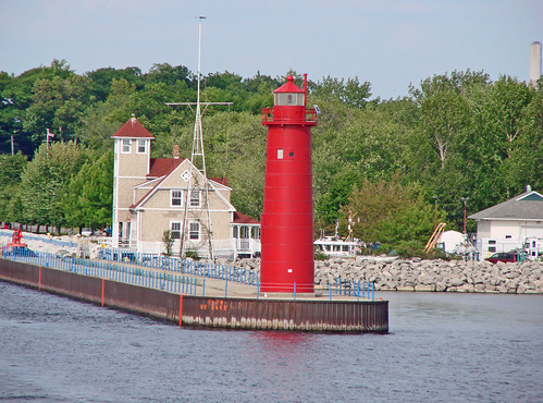 Muskegon South Pierhead Lighthouse, MI | by hatchski